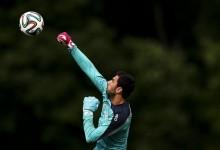 Anthony Lopes, Rui Patrício, Eduardo e Beto nos 30 pré-convocados por Portugal para o Mundial'2014