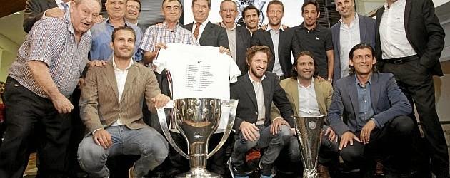 Cañizares homenageado pela dobradinha de 2004 no Valencia