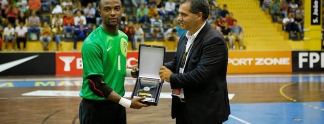 Bebé recebe placa por 50 jogos na selecção de Portugal