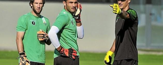 Kike Burgos sai do Bétis e Adán com processo disciplinar