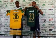 """Jailson assina e apresenta-se com """"cara de mau"""" no Palmeiras"""