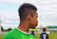 Nicolas Tié: Chelsea contrata guarda-redes de 13 anos