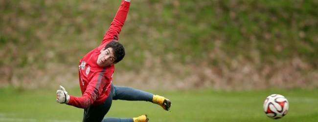 Emil Balayev, o Buffon do Azerbaijão, assina pelo Eintracht Frankfurt