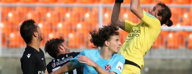 Ricardo Ribeiro assina pelo Olhanense