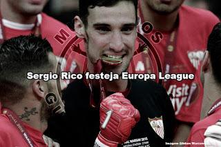Sergio Rico festeja vitória da Europa League em onze jogos pelo Sevilla