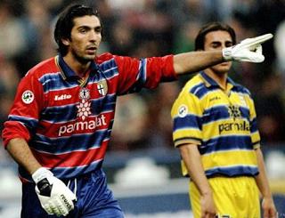 20 anos de Gianluigi Buffon: estreia Europeia foi em Guimarães VÍDEO