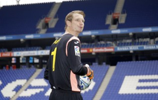 Giedrius Arlauskis emprestado ao RCD Espanyol e sofre seis golos na estreia