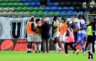 Helton confortou Abner depois de defender penalti