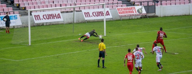 José Moreira defende penalti no FC Penafiel 1-1 SC Olhanense