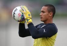 Renan dos Santos assina pelo Avaí