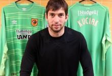 Dusan Kuciak assina pelo Hull