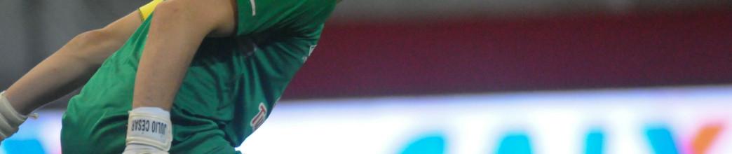 Júlio César defendeu metade dos penaltis e não sofre há três jogos no Náutico