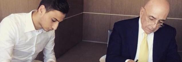 Gianluigi Donnarumma renova pelo AC Milan