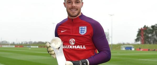 Jack Butland vence prémio de Jogador do Ano Inglês sub-21