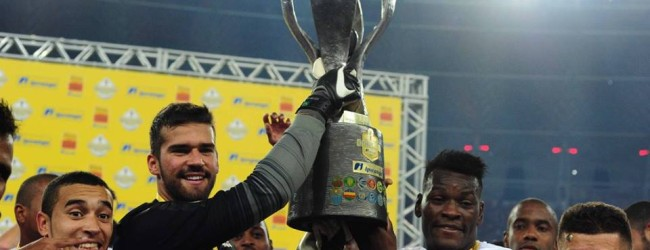 Alisson Becker pentacampeão Gaúcho na despedida pelo SC Internacional