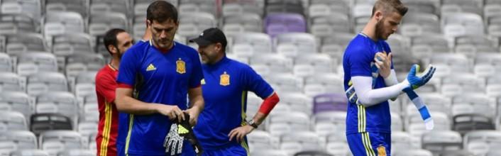 Iker Casillas e David De Gea não sofrem golos pela Espanha há 900 minutos