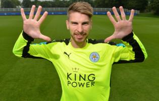 Ron-Robert Zieler assina pelo Leicester City FC