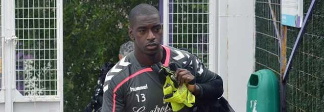 Bruno Varela assina pelo Vitória FC
