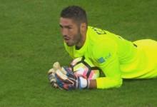 José Moreira brilha com 10 defesas no FC Porto 1-0 Estoril Praia
