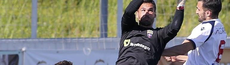 Pedro Alves em destaque no SL Benfica B 1-1 CD Cova da Piedade
