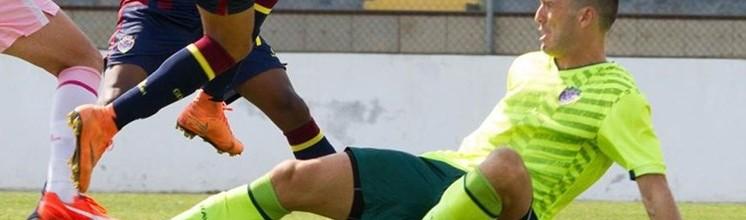 Ricardo Nunes, lesionado, sai da baliza após 16 defesas em 5 jogos