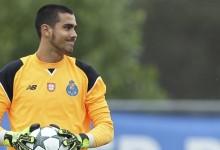 Diogo Costa renova pelo FC Porto aos 17 anos