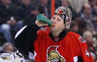 Cragi Anderson abdicou das balizas da NHL pela sua mulher