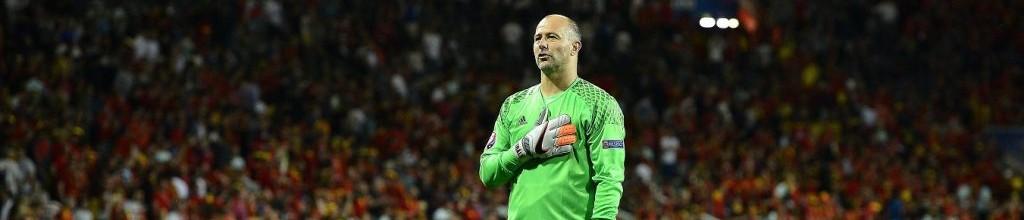 Gábor Király retira-se da seleção Húngara aos 40 anos