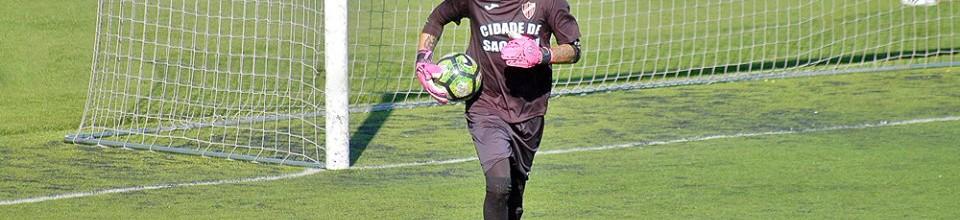 Hugo Cardoso não sofre há 5 jogos e ainda só foi batido uma vez pelo SG Sacavenense