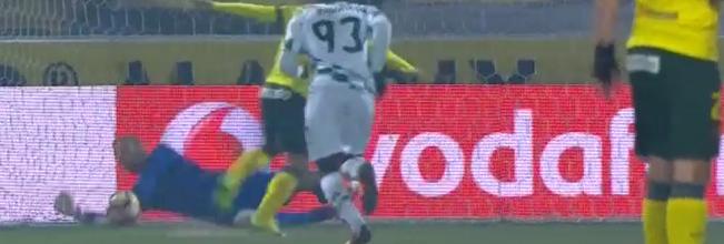 Giorgi Makaridze defende penalti no FC Paços de Ferreira 0-2 Moreirense FC