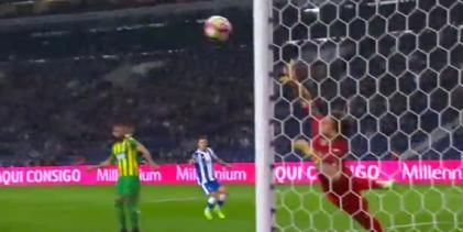 Cláudio Ramos sofre e destaca-se em 5 defesas – FC Porto 4-0 CD Tondela