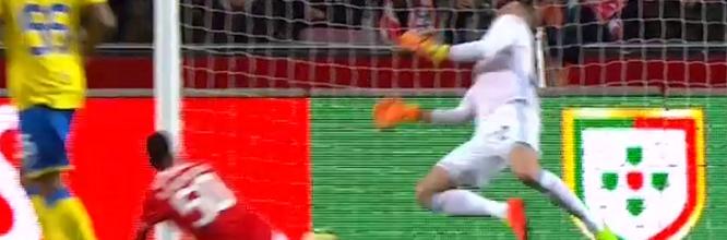 Júlio César impede auto-golo em defesa espetacular de peito – SL Benfica 3-0 FC Arouca