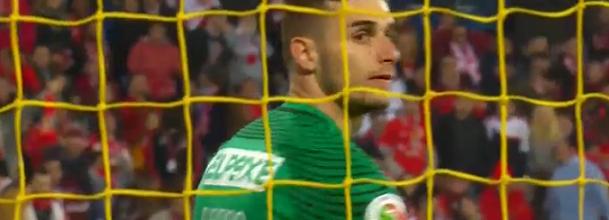 Luís Ribeiro destaca-se em duas defesas – Estoril 1-2 SL Benfica