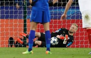 Kasper Schmeichel defende dois penaltis nas duas mãos, estabelece recorde e coloca Leicester nos quartos-de-final