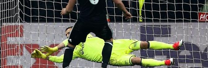Anthony Lopes brilha com várias defesas e dois penaltis parados e leva Lyon à meia-final