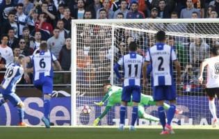Diego Alves defende 21º penalti na La Liga e amplia recorde