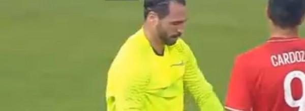 Hugo Almeida veste a pele de guarda-redes e AEK chega à final da Taça da Grécia