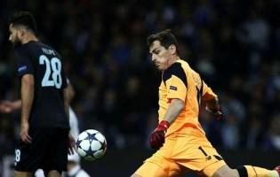 """Iker Casillas: """"Não pode ser normal o guarda-redes ser assistido seis vezes no chão"""""""