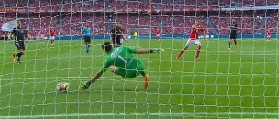 Douglas Jesus impediu sexto golo com defesa espetacular – SL Benfica 5-0 Vitória SC