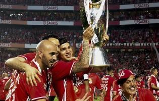 Ederson Moraes, Júlio César e Luís Esteves celebram Primeira Liga com 20 balizas a zero