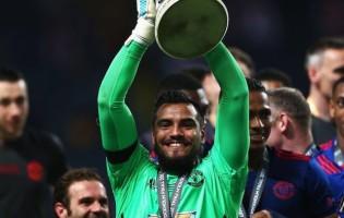 Sergio Romero conquista Europa League e termina temporada com números assinaláveis
