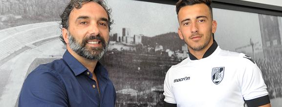 Tiago Martins assina pelo Vitória SC