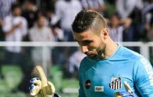Vanderlei Farias sofreu duas lesões, defendeu penalti, jogou 90 minutos e foi o melhor em campo