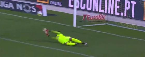 José Moreira fecha baliza com duas defesas num minuto – Estoril 3-0 Vitória SC