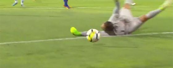 Muriel Becker destaca-se em duas defesas – CF Os Belenenses 1-1 Vitória FC