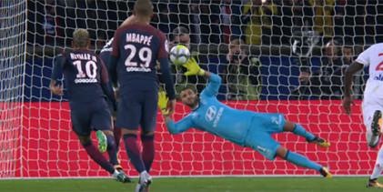 Anthony Lopes defende grande penalidade de forma espetacular – PSG 2-0 Lyon