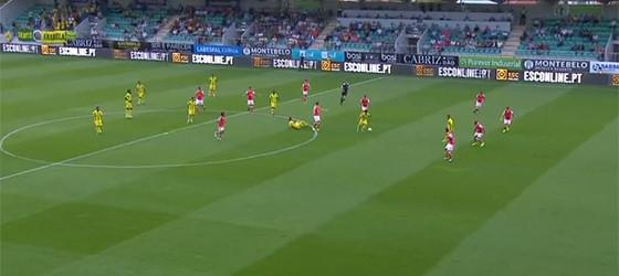 Cláudio Ramos faz assistência em pontapé de baliza antes de erro em golo – CD Tondela 1-2 SC Braga