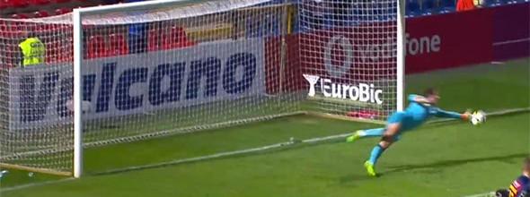 António Filipe exigido em duas defesas no GD Chaves 4-2 FC Paços de Ferreira