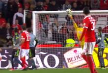 Cristiano Figueiredo sofre seis, erra mas evita oito golos no SL Benfica 6-0 Vitória FC