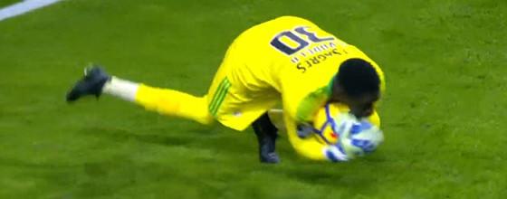 Bruno Varela tranca a baliza em quatro defesas no FC Porto 0-0 SL Benfica